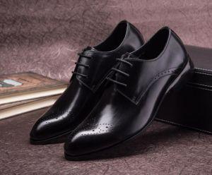 Bullock de los hombres de negocios viviendas originales tallados los zapatos de cuero