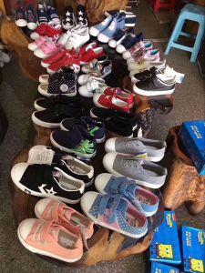 Zapatos de Chilren calzado en stock