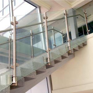Het Ontwerp van het Traliewerk van de Trap van het glas met Roestvrije Post binnen Gebruik