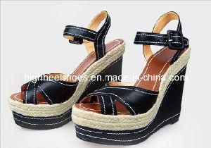 Haut Talon Fashion femmes Noires sandales de filtre en coin (Hcy02-567)