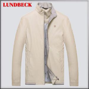 Nuovo rivestimento arrivato dell'unità di elaborazione di inverno per il cappotto di svago degli uomini
