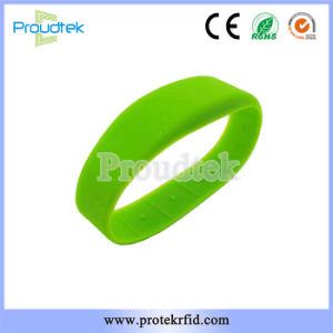 Плоский RFID силиконового герметика F08 чип браслет Водонепроницаемый резиновый браслет для фитнес-клуб и спортивный парк