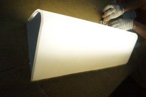 Nuevo diseño de color blanco mate Hotel iluminado de la luz del espejo de pared