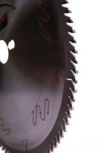 L'utilisation industrielle de lame de scie circulaire transversales pour la table vu