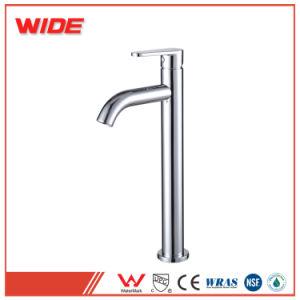 La filigrana alta sceglie il rubinetto d'ottone del bacino della maniglia