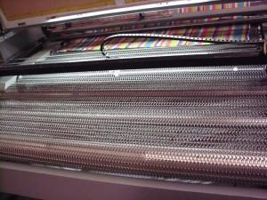 布またはファブリックまたは衣服の打抜き機CNCレーザーの彫刻家およびカッター機械