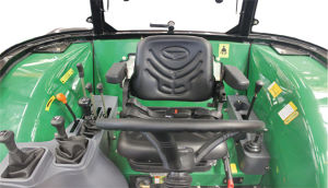Yuchaiエンジンを搭載する熱い販売の新しい90HPによって動かされるトラクター