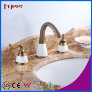 Fyeerの二重ハンドルが付いている旧式な銅3の穴の洗面器のコック