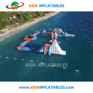 Entretenimiento agua Aqua Park inflable carrera de obstáculos de agua flotando el agua de mar Park