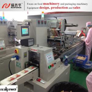De Staaf van Granola met Chocolade die de Automatische Machine van de Verpakking hullen