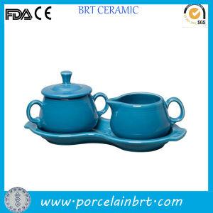 خزفيّة زرقاء ثبت سكر ومقشدة مع طبق مسطّح