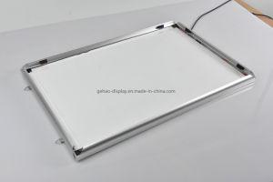 LEDの超細いバックライトを当てられたアルミニウム軽いフレームの広告