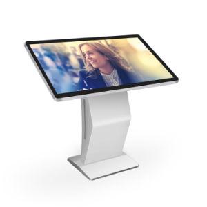Condizione libera 43  che fa pubblicità allo schermo interattivo tutti in un chiosco