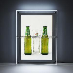 広告のための壁に取り付けられたLEDによってバックライトを当てられるアクリルの印のボード