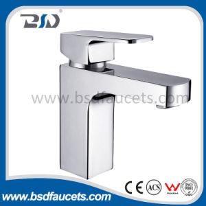 現代デザイン正方形の真鍮の洗面器のミキサー