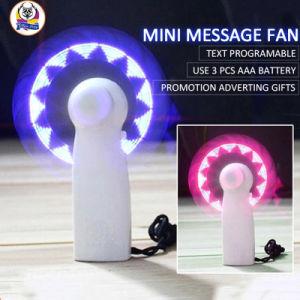 Un pequeño regalo de la novedad de la niña llevó la mano Mini portátil ventilador