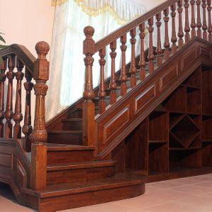 Interior de la casa de madera interior escaleras de caracol GSP16