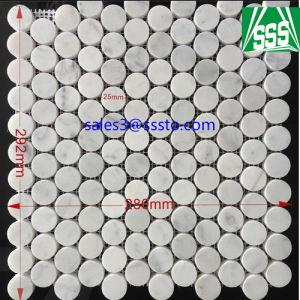 壁またはフロアーリングのための転落させた白いカラーラの大理石の任意サイズのモザイク・タイル