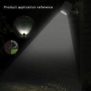 Im Freien angeschaltener neuer 4 LED Scheinwerfer des Solar-PIR Steuer