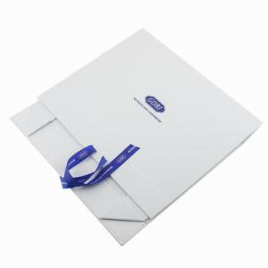 리본으로 꾸며지는 주문을 받아서 만들어진 백색 접히는 서류상 선물 상자
