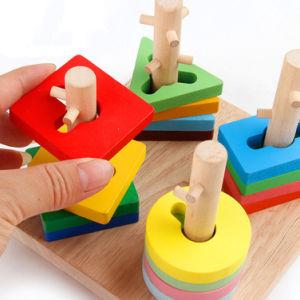 Synthons intellectuels du bébé des enfants en bois de Montessori empilant les jouets éducatifs réglés