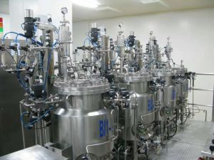 Sistema de dispensação de Medicina multifuncional para tanque de fracionamento de líquidos de alta temperatura