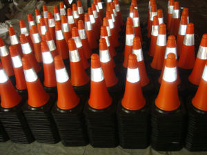 Pleine rouge fluorescent les cônes de marquage routier avec bandes réfléchissantes de couleur