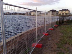 電流を通された一時塀、溶接網の一時塀のパネル