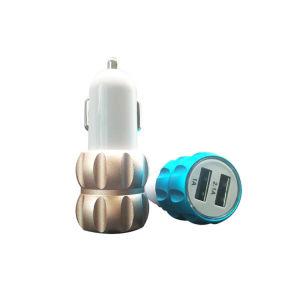 보편적인 이중 USB는 다채로운 금속 휴대용 이동 전화 차 충전기를 향한다