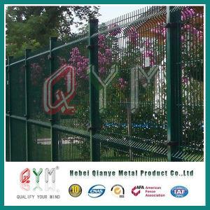 溶接された金網の塀の金属の庭によって溶接される鉄条網のパネル