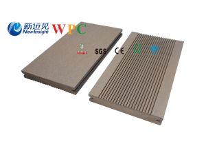 木製のプラスチック合成のDecking、WPCの固体Decking、135 x 20mm