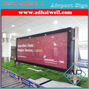 スクローリングライトボックスを広告する空港