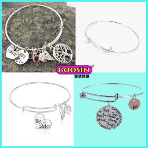 カスタム安い亜鉛合金の銀は文字の魅力ワイヤー腕輪を刻む