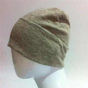 編まれたスポーツの帽子