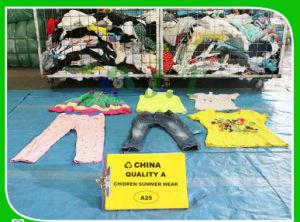 Une bonne occasion de vente de vêtements enfants de l'été de l'usure