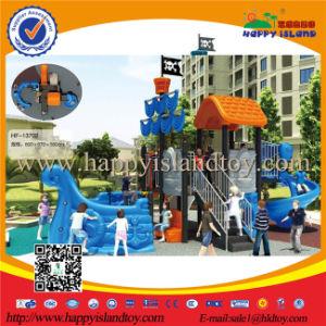 De plastic of Houten Apparatuur van de Speelplaats van de Jonge geitjes van het Schip van de Piraat Openlucht