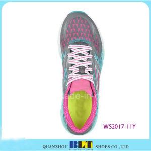 Sapatas Running atléticas do estilo da menina de Blt