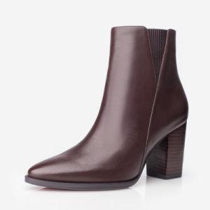 Una calidad superior damas botas en una clase Calfskin