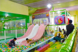 Terrain de jeux intérieur navire de bois pour les enfants