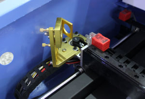 Double Color Plate Can Order Directly를 위한 40W Laser Engraving Machine