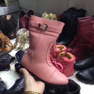 La Chine de gros de chaussures bon marché Stock Fashion femmes