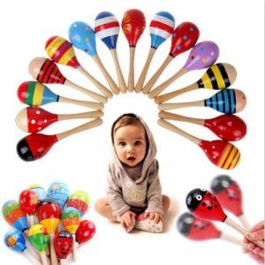 Le marteau en bois de sable de ferraillement d'instruments de musique de percussion de bille de bébé badine le jouet