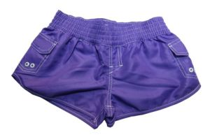 Beach Shorts della ragazza con Pure Colour