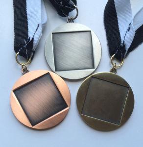 模造堅いエナメル(106)が付いている打たれた金または銅または青銅のスポーツメダル