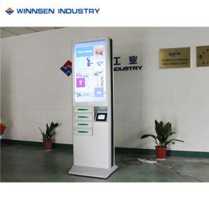 Fußboden, der androide Münzenladestation mit dem 43 Zoll-Monitor steht
