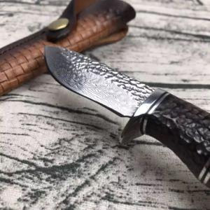 Cuchilla de acero de Damasco con mango de madera de palisandro de camping al aire libre