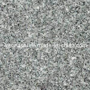 Kitchen Flooringのための自然なCheap Polished Grey Granite Floor Tile