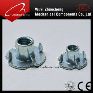 L'écrou de raccord en T avec 4 Pronges1624 DIN A2 acier inoxydable A4 de quatre écrous à griffes