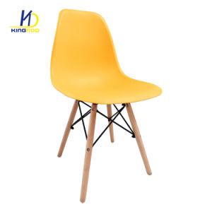 肘掛け椅子の多彩なプラスチック椅子を食事する世紀半ばのEmesデザイン
