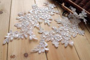 Applique africano bianco del merletto del ricamo del fiore per il